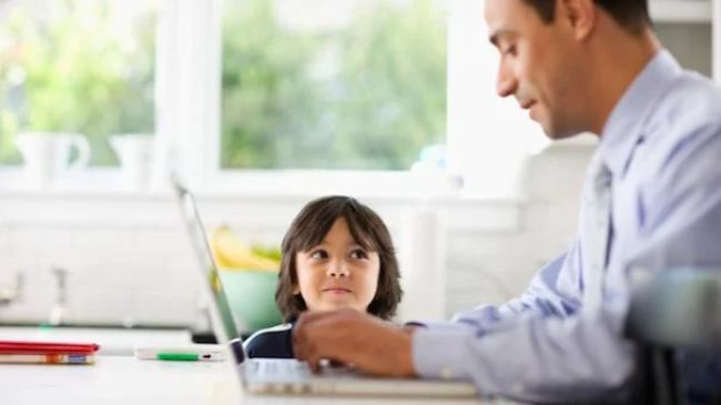 parent-son-work-83405368-small-1